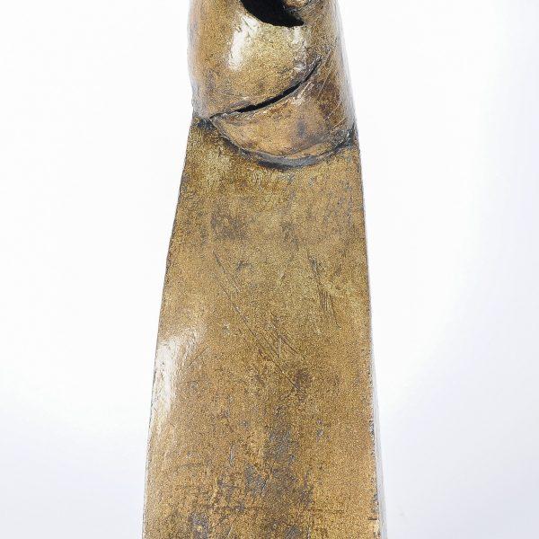 titel: moeder met kind I / afmeting: 40 cm hoog / materiaal: keramiek