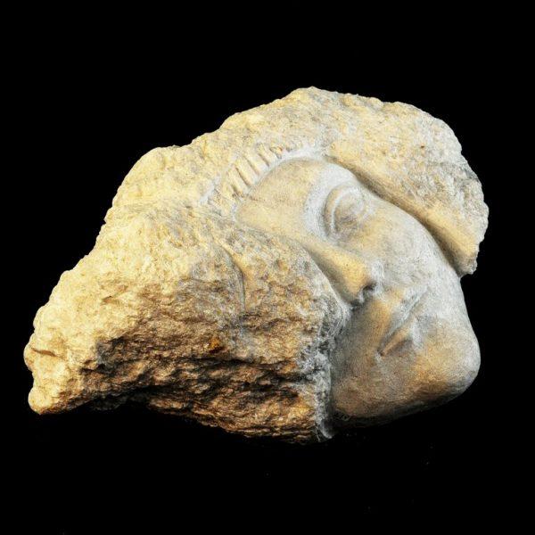 titel: woman's head / afmeting: 25 x 25 cm / materiaal: speksteen