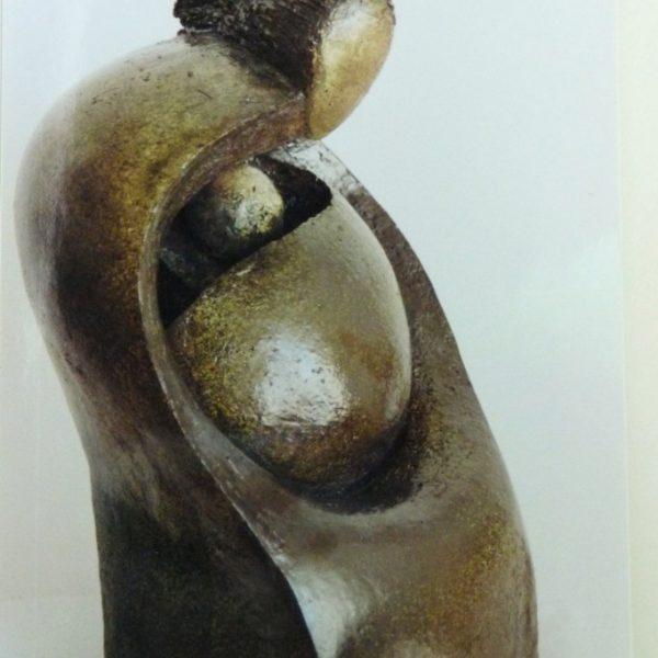titel: moeder met kind II / afmeting: 35 cm hoog / materiaal: keramiek