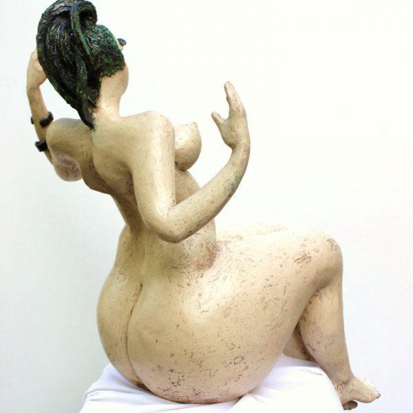 titel: woman in sensual form II / afmeting: 90 x 50 cm / materiaal: keramiek