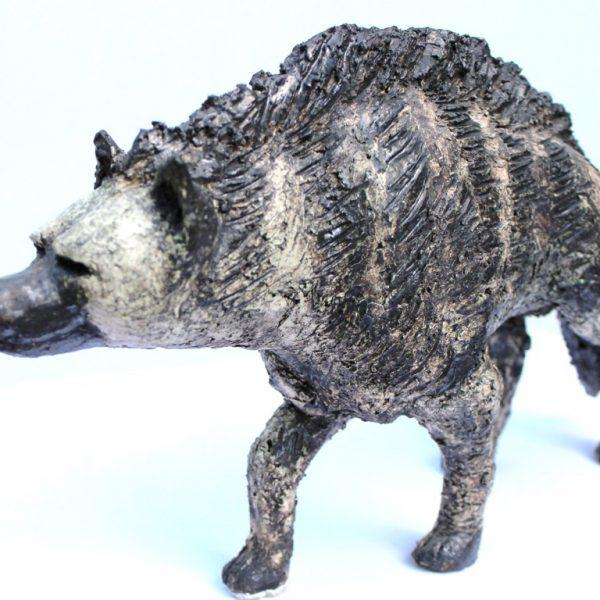 titel: hyena / afmeting: 20 x 30 cm / materiaal: keramiek