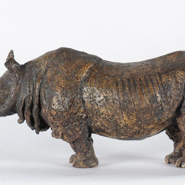 titel: neushoorn / afmeting: 40 x 20 cm / materiaal: keramiek