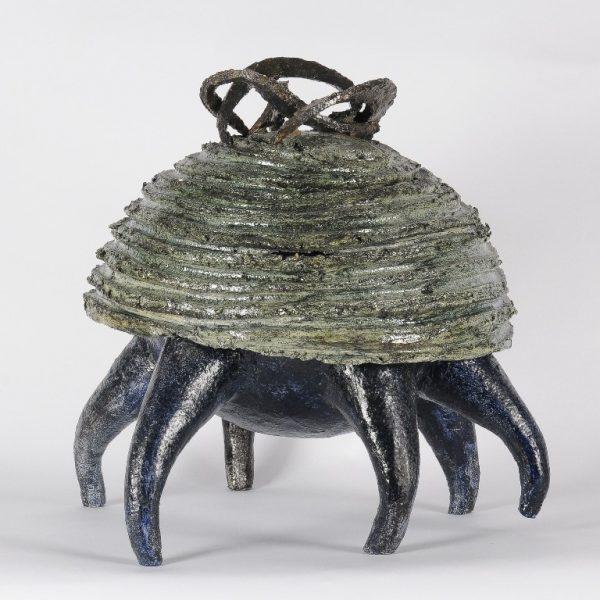 titel::  krab II / afmeting: ø 38 cm / materiaal: keramiek