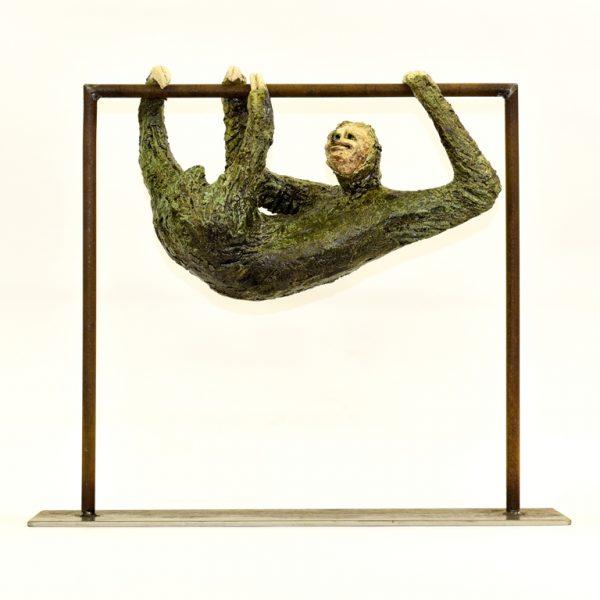 titel: luiaard / afmeting: 45 cm hoog / materiaal: keramiek