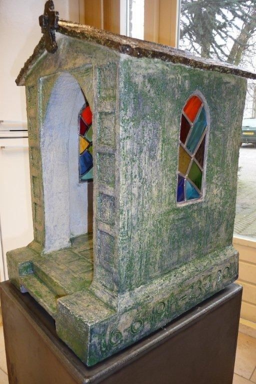 title: side-view chapel / size: 120 x 45 x 50 cm / material: ceramics/stained glass/iron